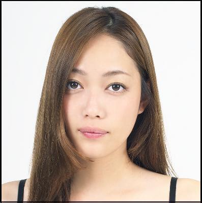 夏目鈴(本名:藤岡まなみ)